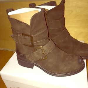 Steve Madden leather distressed boots